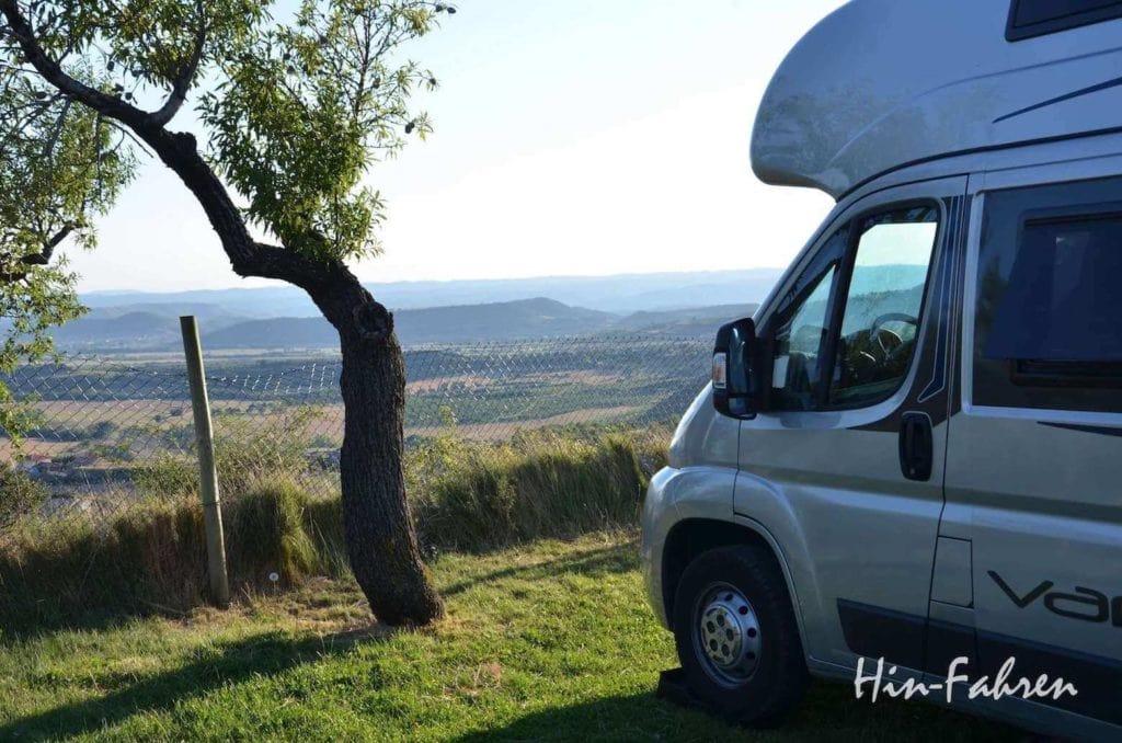 Jakobsweg mit Wohnmobil: Kastenwagen auf dem Campingplatz in Spanien