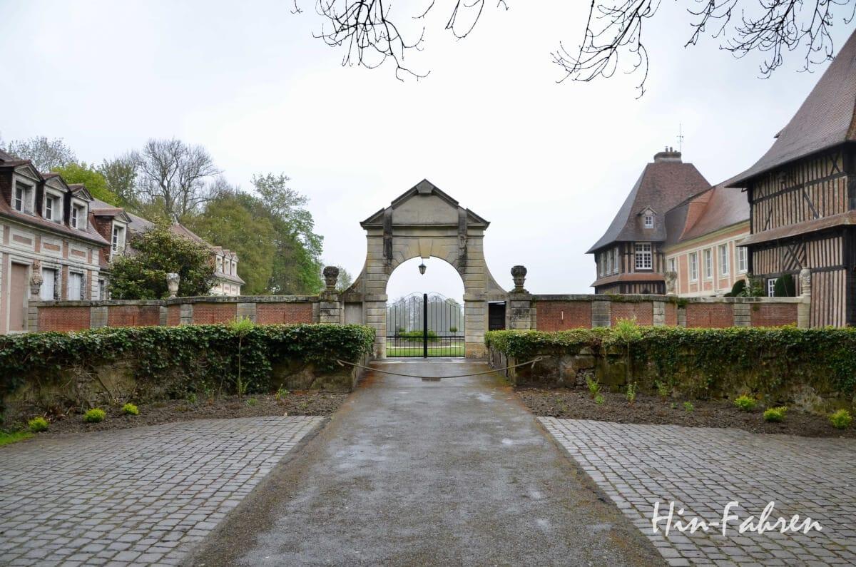 Unterwegs mit Wohnmobil: Außenansicht Château du Breuil