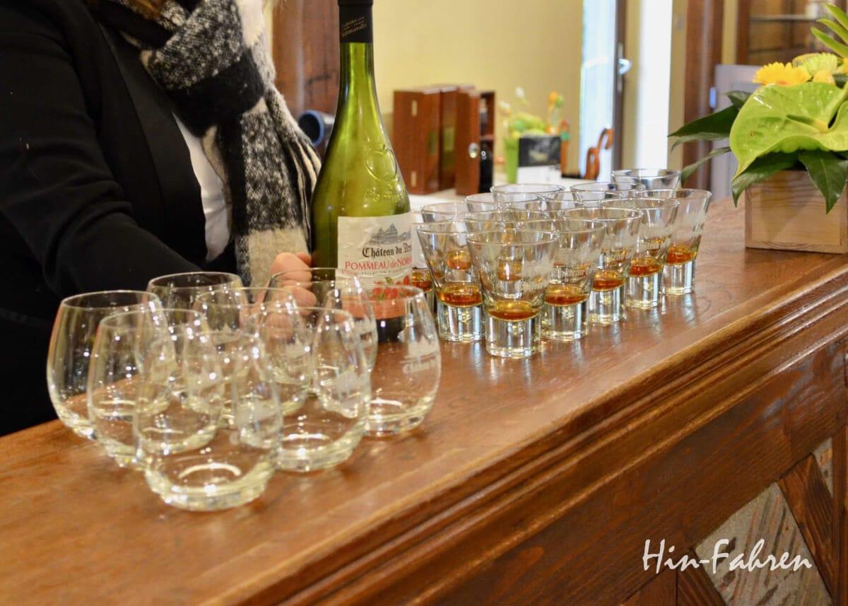 Calvados in der Normandie: Am Ende der Besichtigung der Destillerie wird probiert