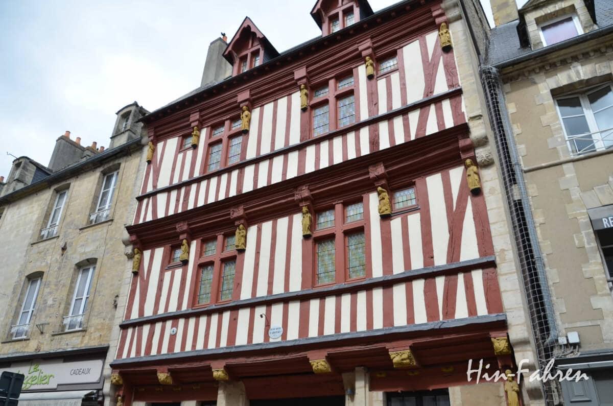 Normandie-Wohnmobil-Tour: Schönes Fachwerkhaus in Bayeux