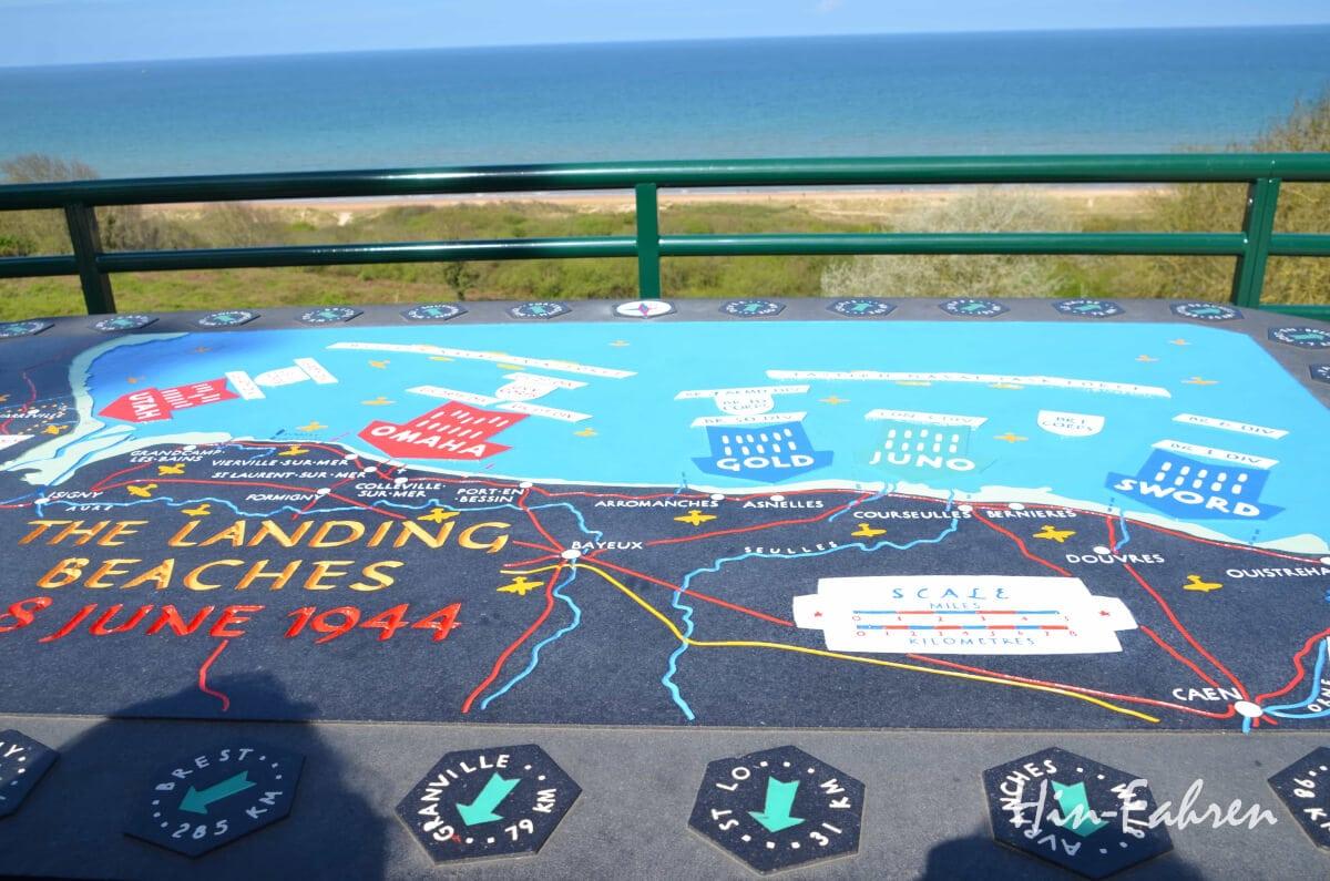Unterwegs mit dem Wohnmobil in der Normandie: Tafel der Landungsstrände und Blick aufs Meer