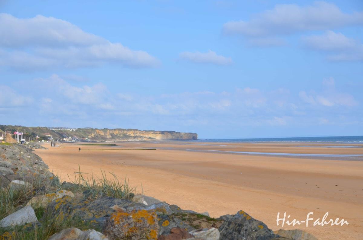 Unterwegs in der Normandie: Großer Strand am Omaha Beach, einem der Landungsstrände