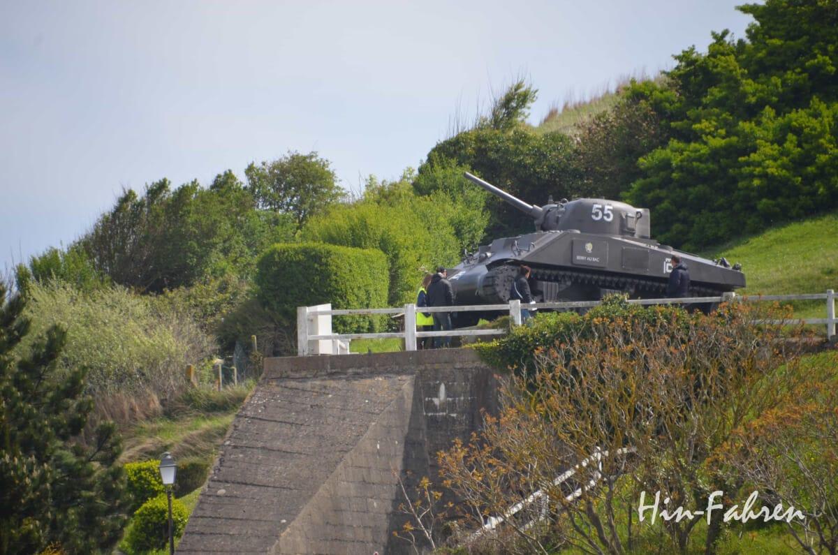 Mit Wohnmobil unterwegs in der Normandie: Panzer am Gold Beach