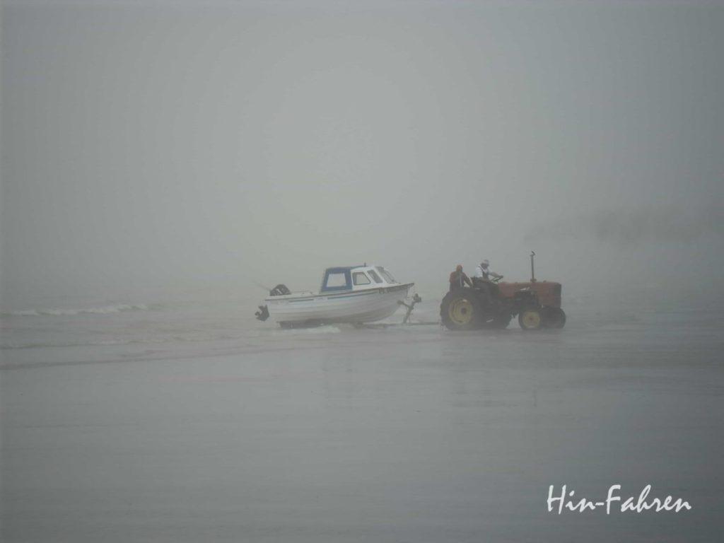 Fischer im Nebel in Saint-Aubin-sur-Mer #Fischerboot #Nebel