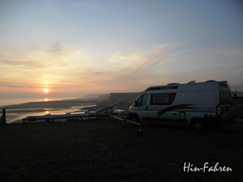 Mit Wohnmobil in die Normandie: Steilküste und Strand in Saint-Aubin-sur-Mer #Normandie