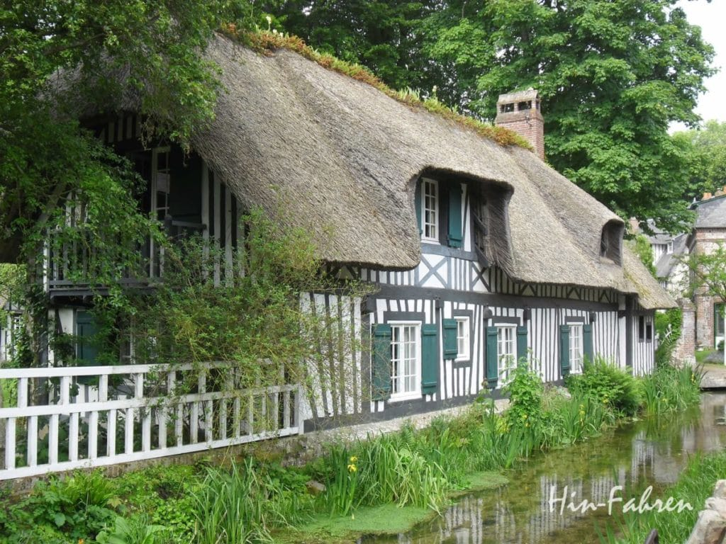 Highlight Rundreise Wohnmobil Normandie: Spaziergang in Veules-les-Roses