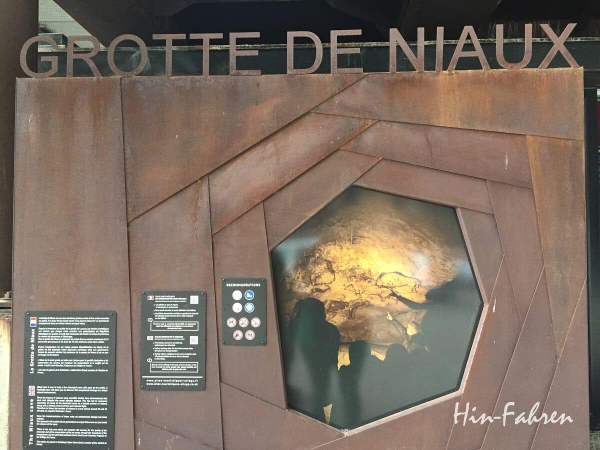 Schild an der Grotte de Niaux