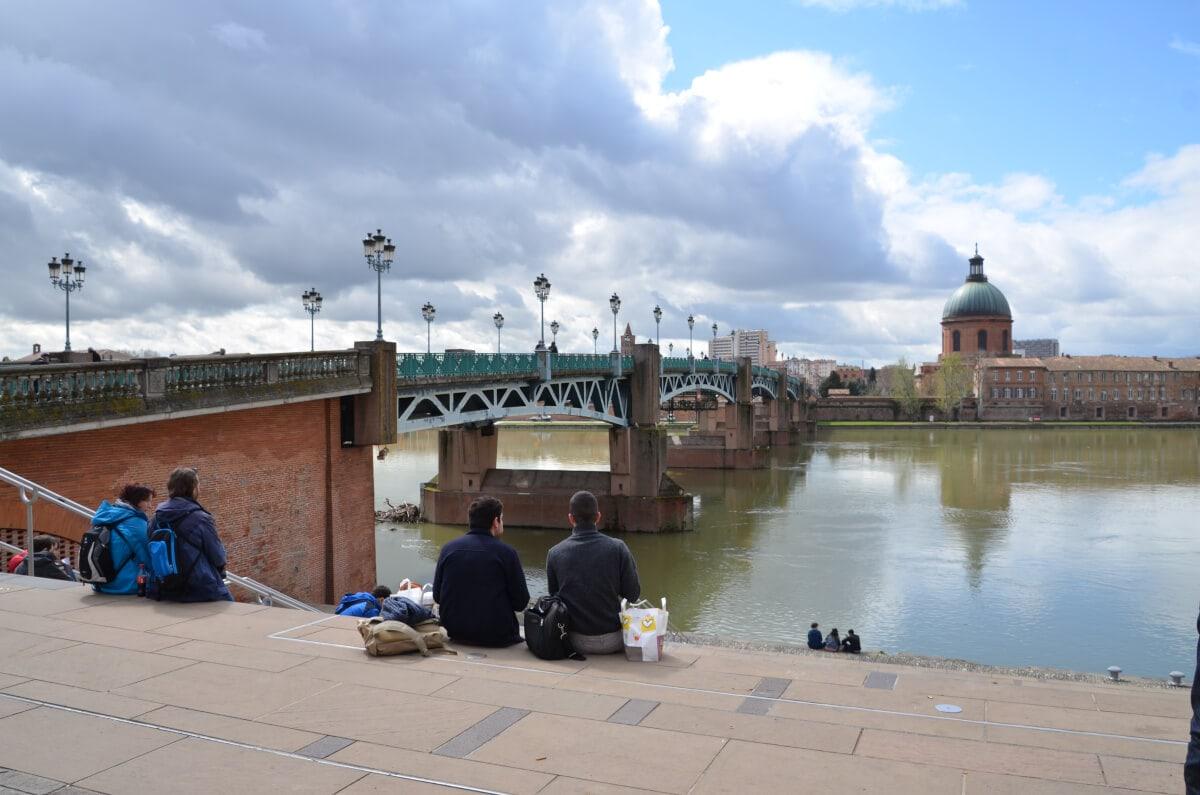 Blick auf die Garone und die Brücke Pont St-Pierre