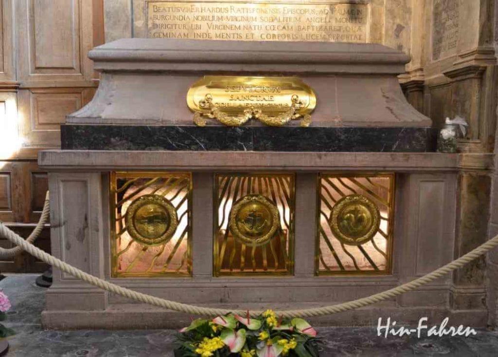 Auf dem Odilienberg ist das Grab von Odilia