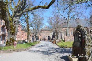 Blick auf Kloster, Kirche, Garten und Nebengebäude