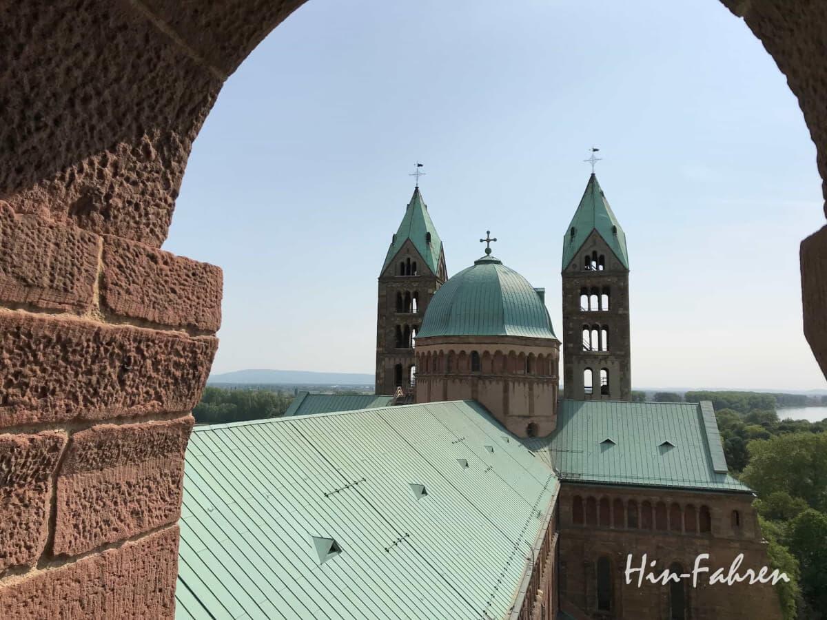 """data-pin-description=""""Ein Höhepunkt der Stadtbesichtigung in Speyer ist der Besuch des Doms mit Kaisersaal und Turmbesteigung #Kaiserdom #Speyerbesuch #Aussichtsplattform #Schraudolphfresken"""""""
