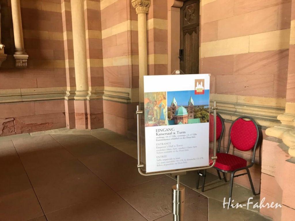 Wartepunkt für die Besichtigung Kaisersaal & Turm