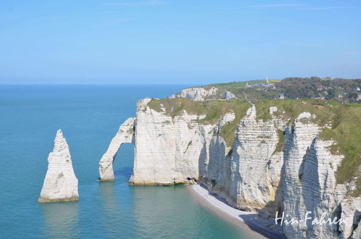 Blick auf die berühmte Felsenformation Porte d'Aval
