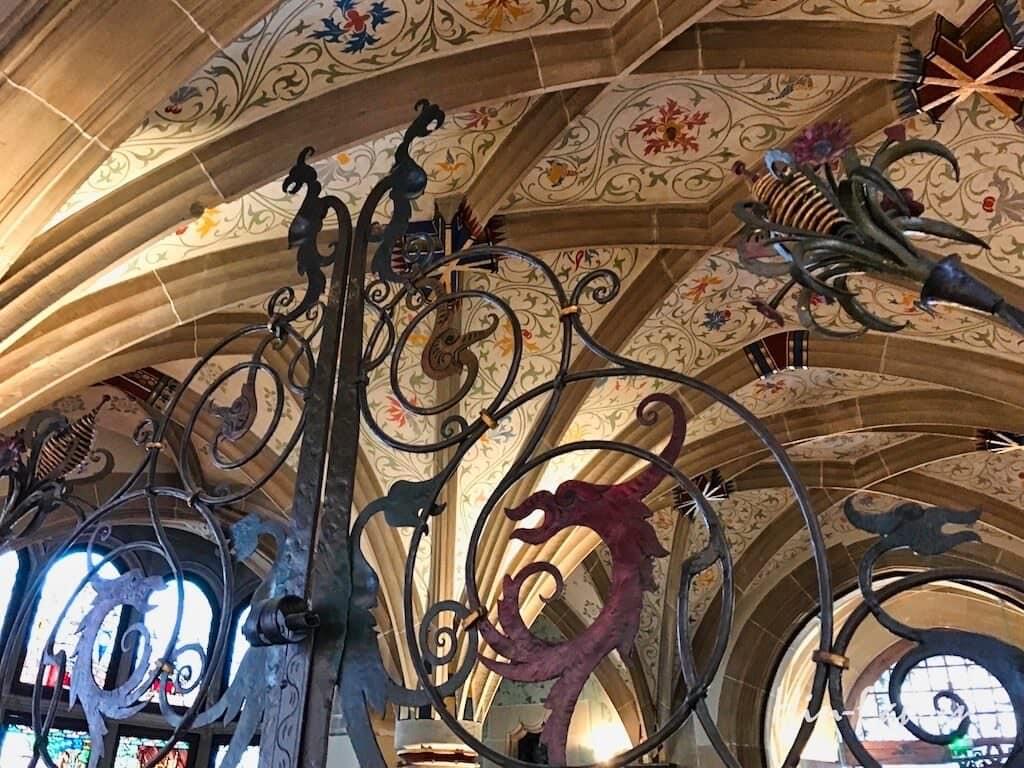 Typisch Jugendstil: Aufwendige Gitter im Gebäudeinneren im Museum in Haguenau