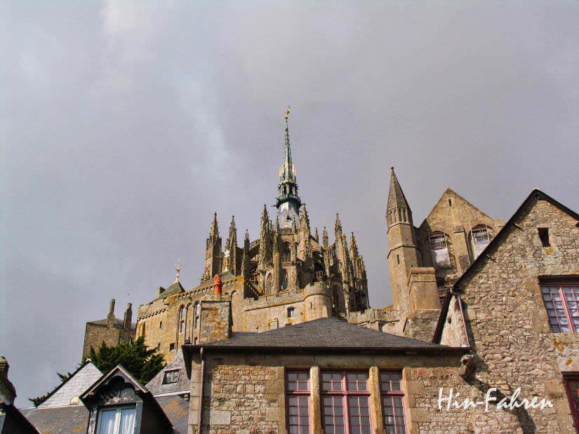 Reisebericht Normandie mit Wohnmobil: Türme und Heiliger Michael auf dem Mont Saint Michel