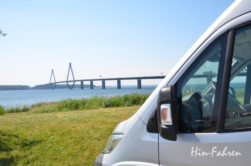 Rastplatz mit Wohnmobil in Dänemark auf dem Weg nach Schweden