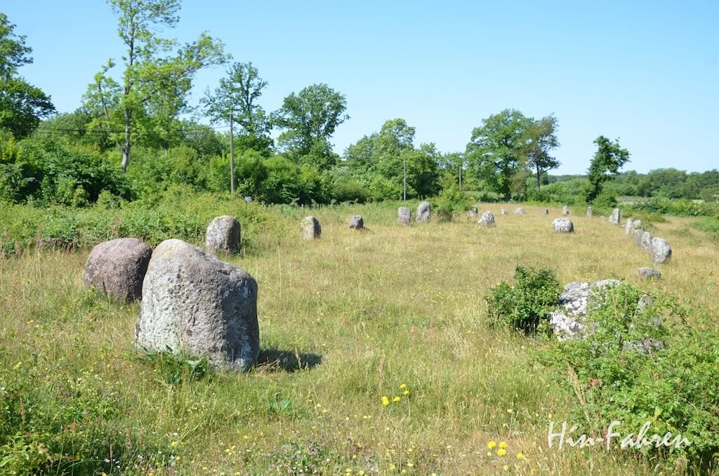 Die Schiffsteinsetzung steht auf einem lange genutzten Grabfeld