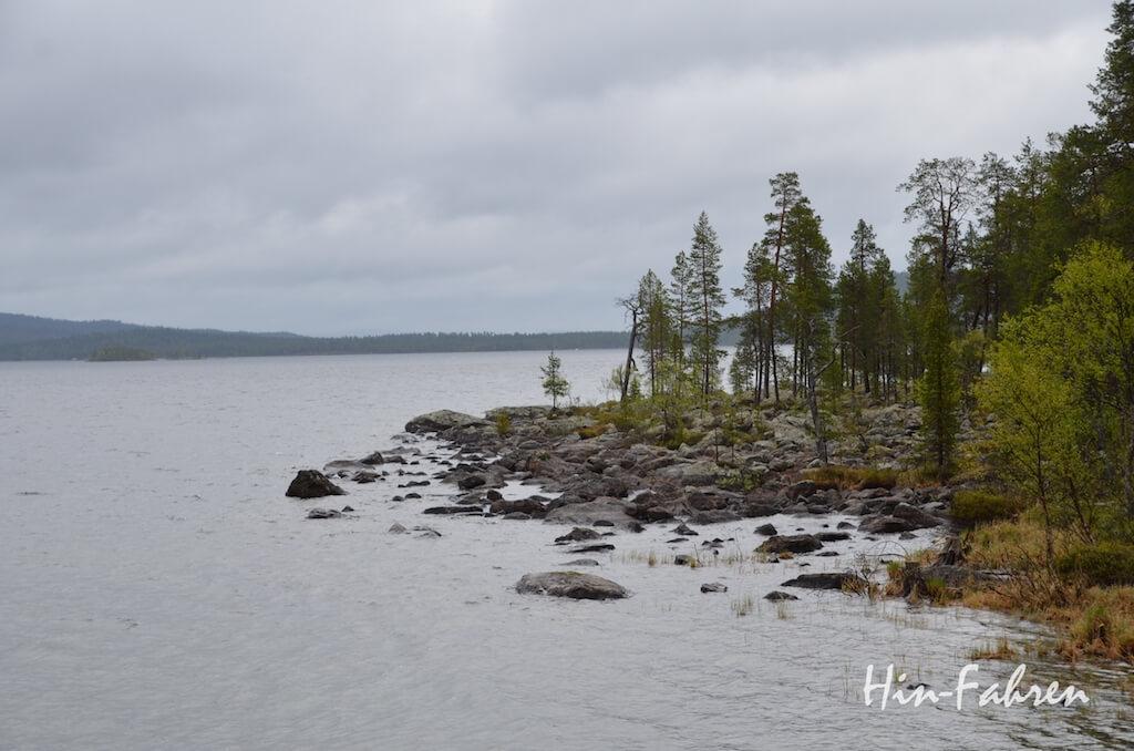 Stop mit dem Wohnmobil unterwegs: See in Finnland