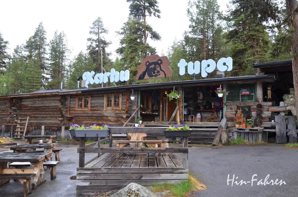 Beliebter Camperstop: Blockhaus an der Bärenhöhle in Finnland