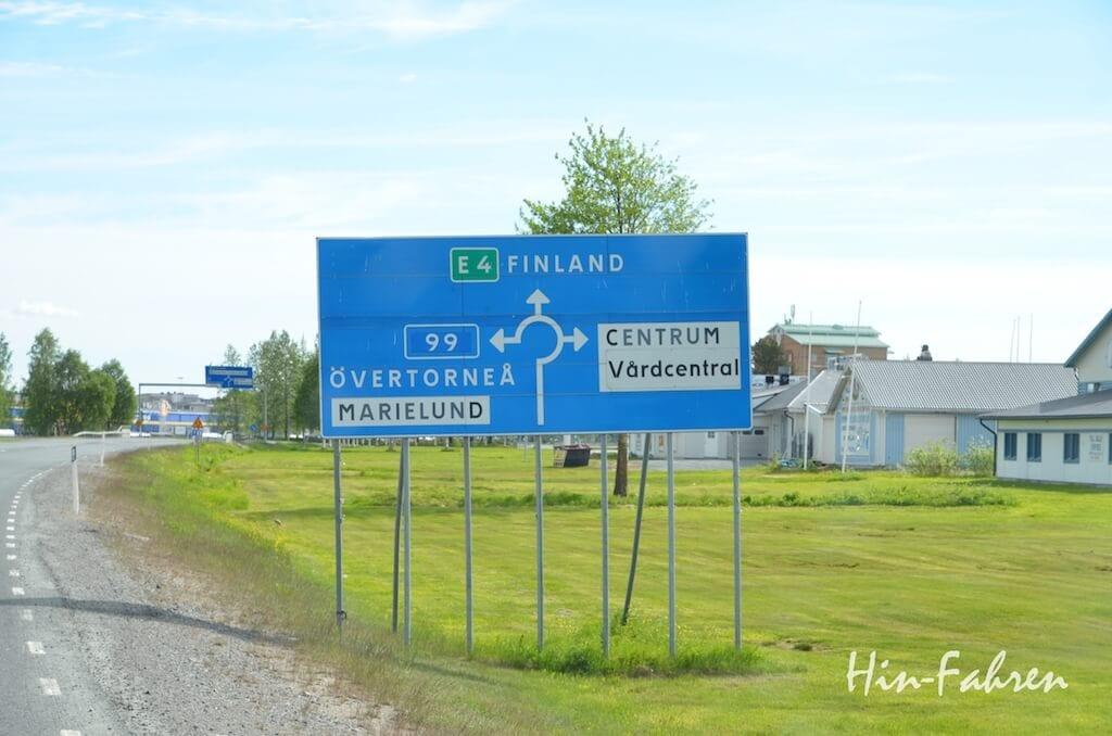 Meilenstein auf dem Weg zum Nordkap, die Grenze nach Finnland