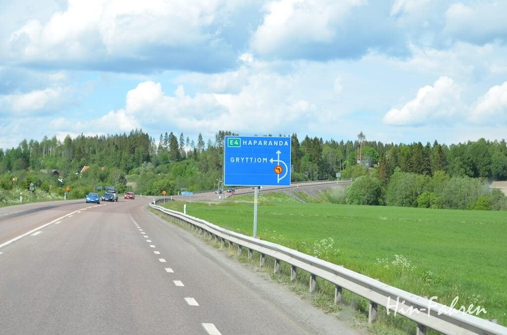 Straßenschild an der E4 in Nordschweden