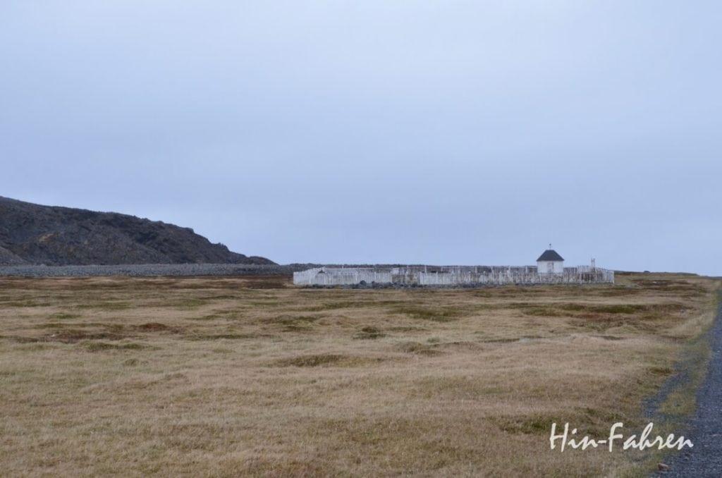 Hamningberg auf Varanger ist verlassen, der Friedhof bleibt