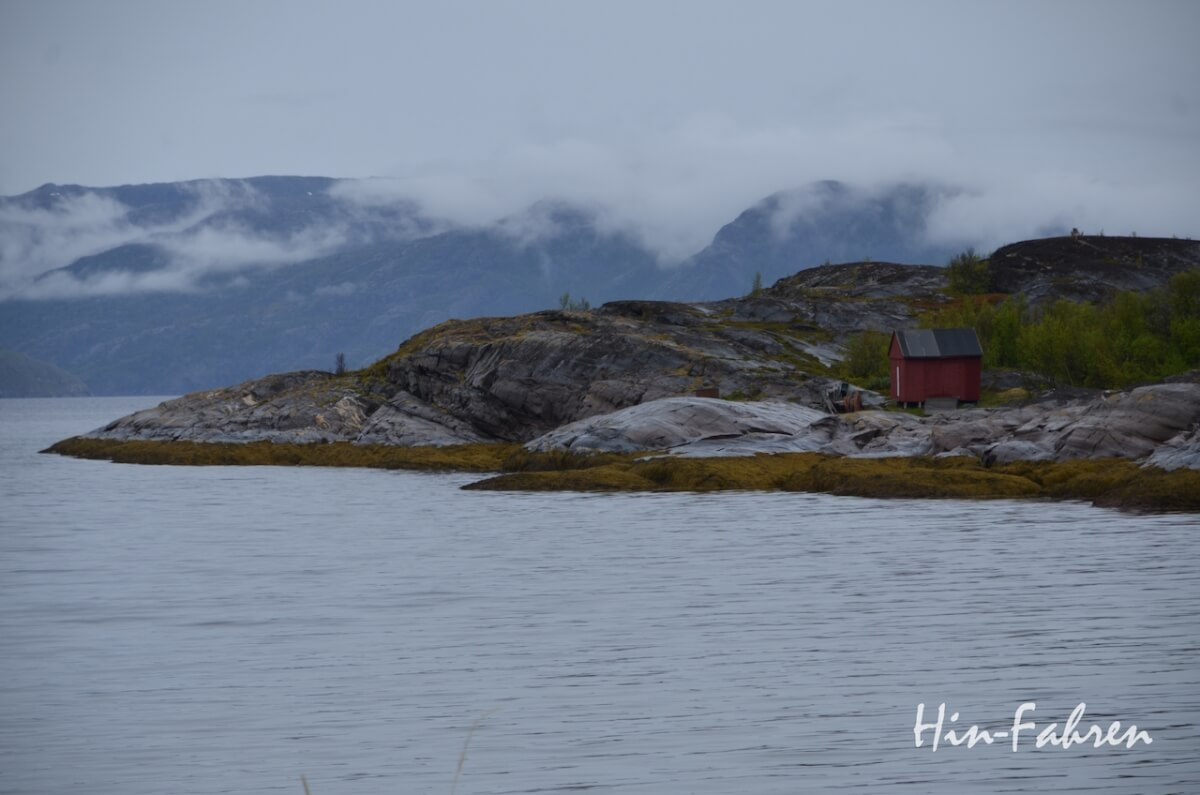 Mit dem Wohnmobil nach Norwegen: Blick auf die Felsen am Altafjord