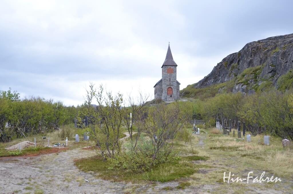 Kapelle und Friedhof an der norwegisch-russischen Grenze