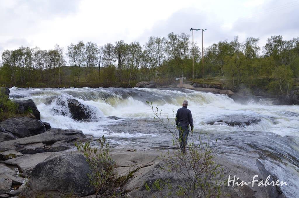 Mit dem Wohnmobil durch Norwegen: Stromschnellen in der Finnmark
