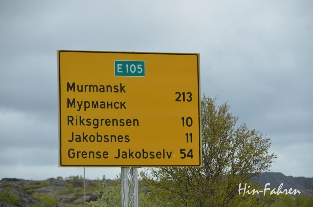 Wohnmobiltour Norwegen: Straßenschild in Kirkenes