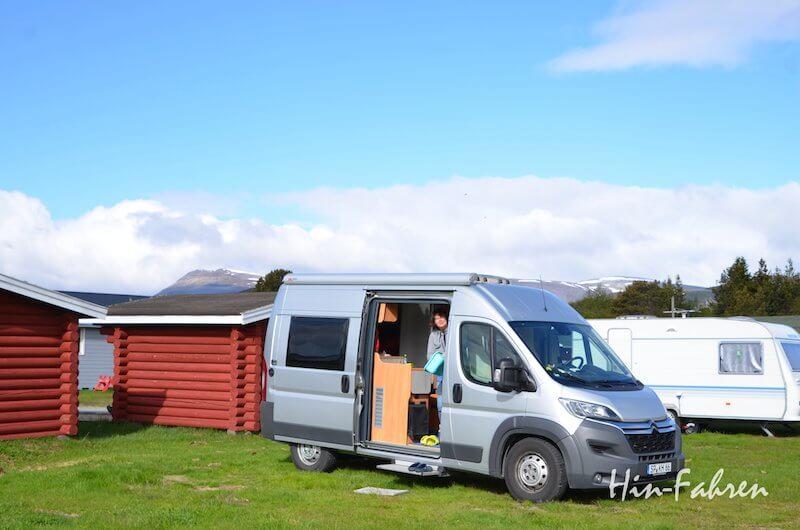 Wohnmobil auf dem Campingplatz in Nordnorwegen