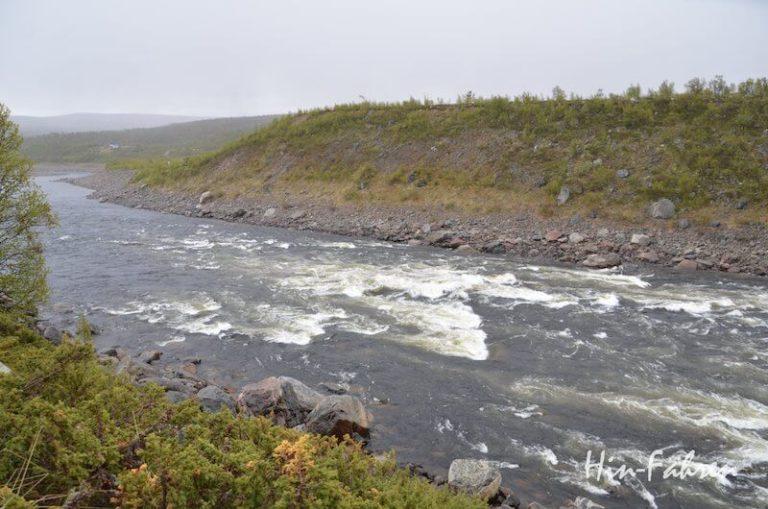 Der Tana ist Grenzfluss und an einigen Stellen sehr wild