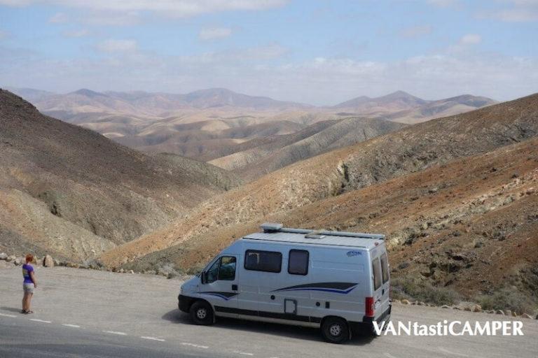 Kastenwagen von Pössl im Gebirge