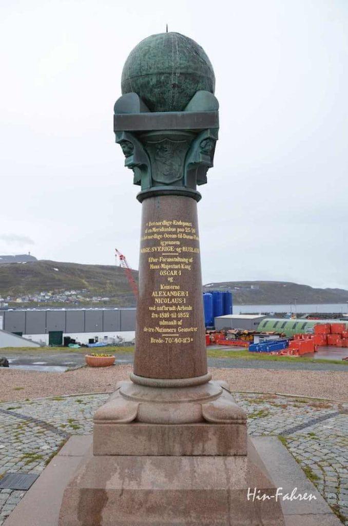 Erinnerung an Leistung Norwegens bei der Vermessung der Welt: Meridiansäule in Hammerfest