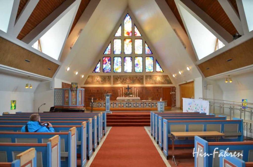 Blick ins Innere der Kirche in Hammerfest