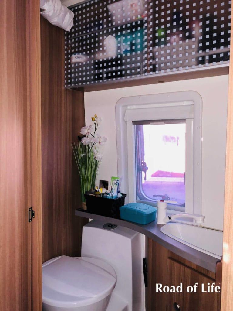 Badezimmer im Kastenwagen
