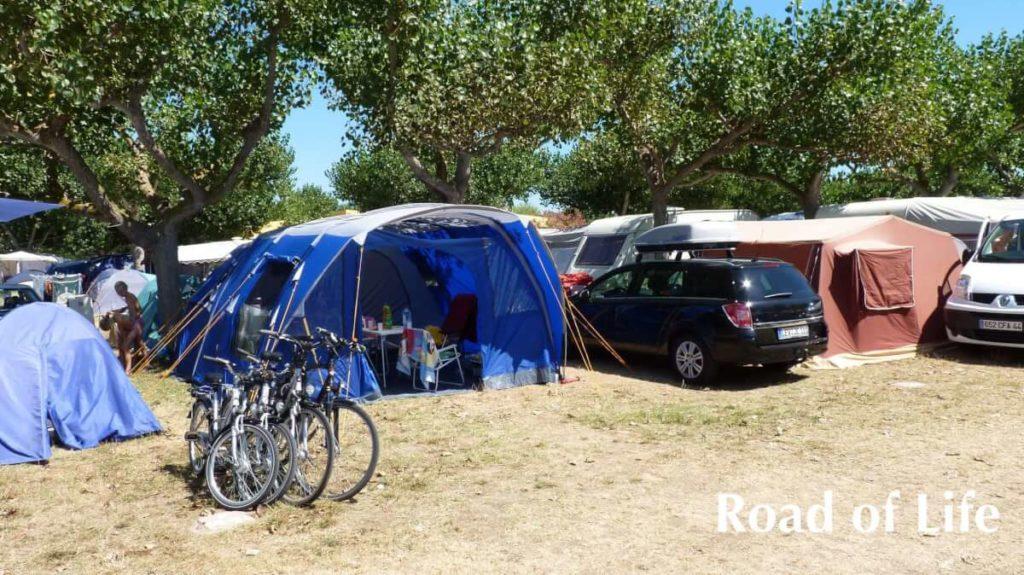 Tunnelzelt auf dem Campingplatz