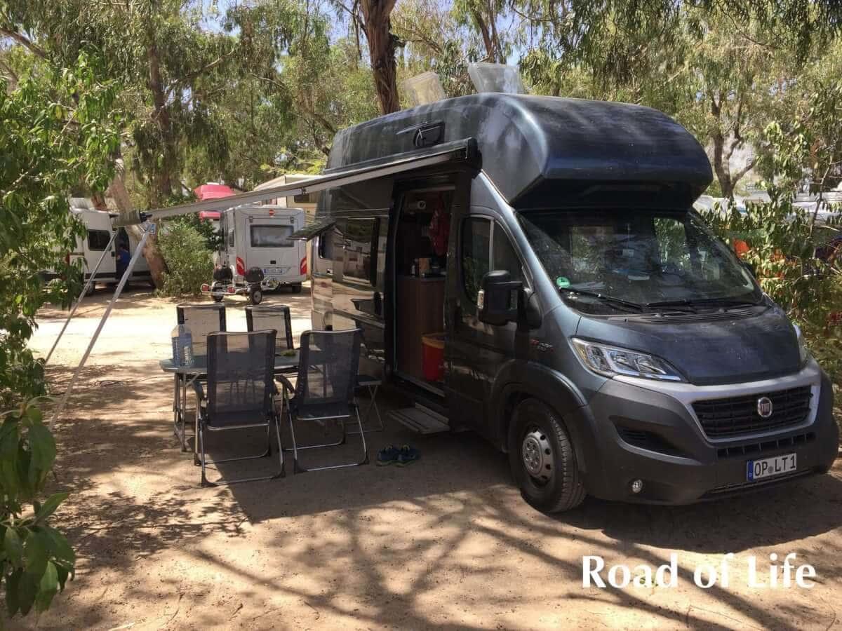 Kastenwagen Weinsberg Carabus auf dem Campingplatz