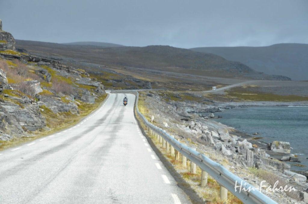 Nordkapreise: Motorrad und Wohnmobil auf der E69