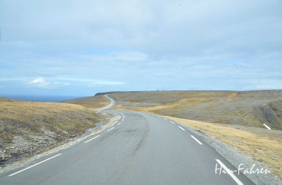 Das Nordkap ist am Horizont zu sehen