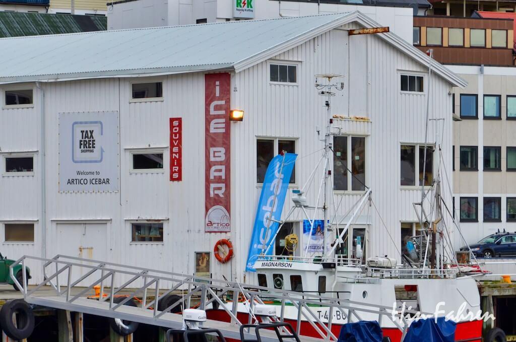 Gebäude am Hafen von Honningsvåg