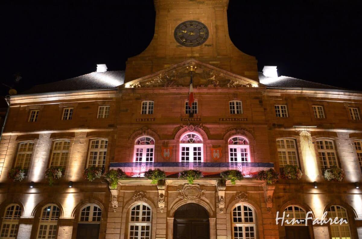Wohnmobiltour Elsass: Rathaus in Weißenburg