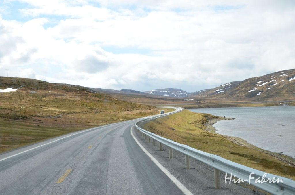 Wohnmobil auf der Straße zum Nordkap