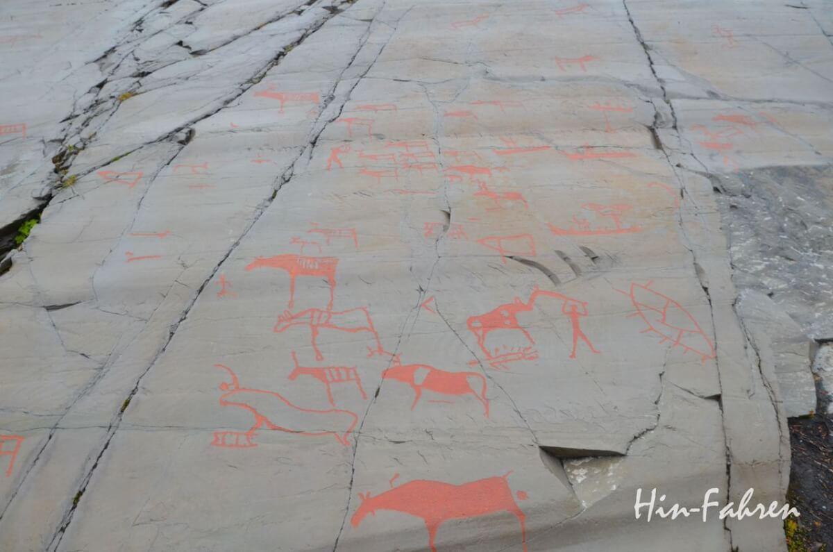 Wohnmobil Norwegen: Bei diesen Felsritzungen Alta sind Elche, Rentiere und Jäger gut zu erkennen