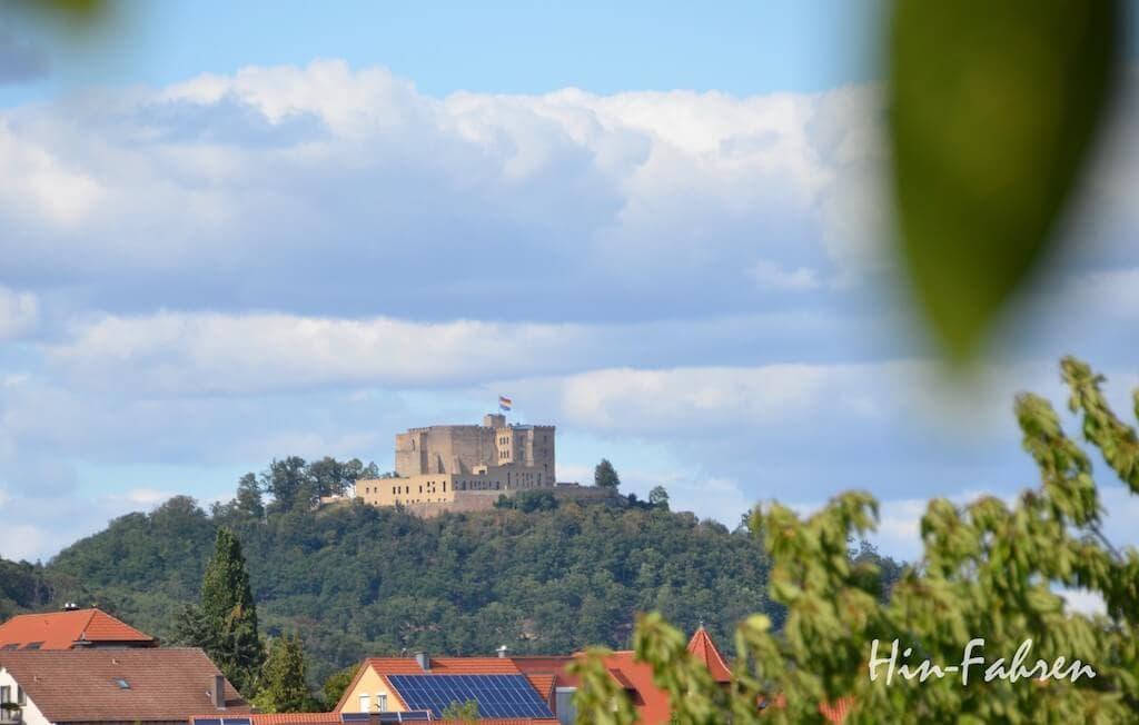 Blick auf das Hambacher Schloss in der Pfalz