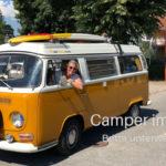 Kasten mit Inhalt: Britta unterwegs im VW Bulli T2