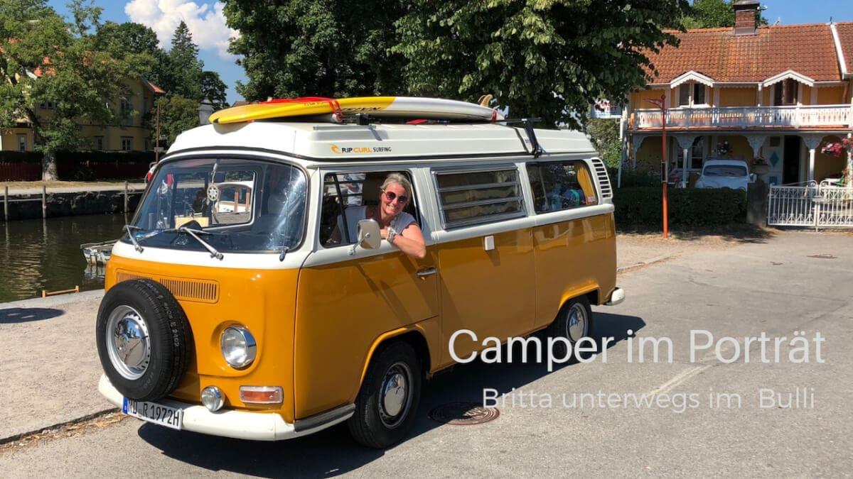 Britta mit VW Bus T2 von 1972