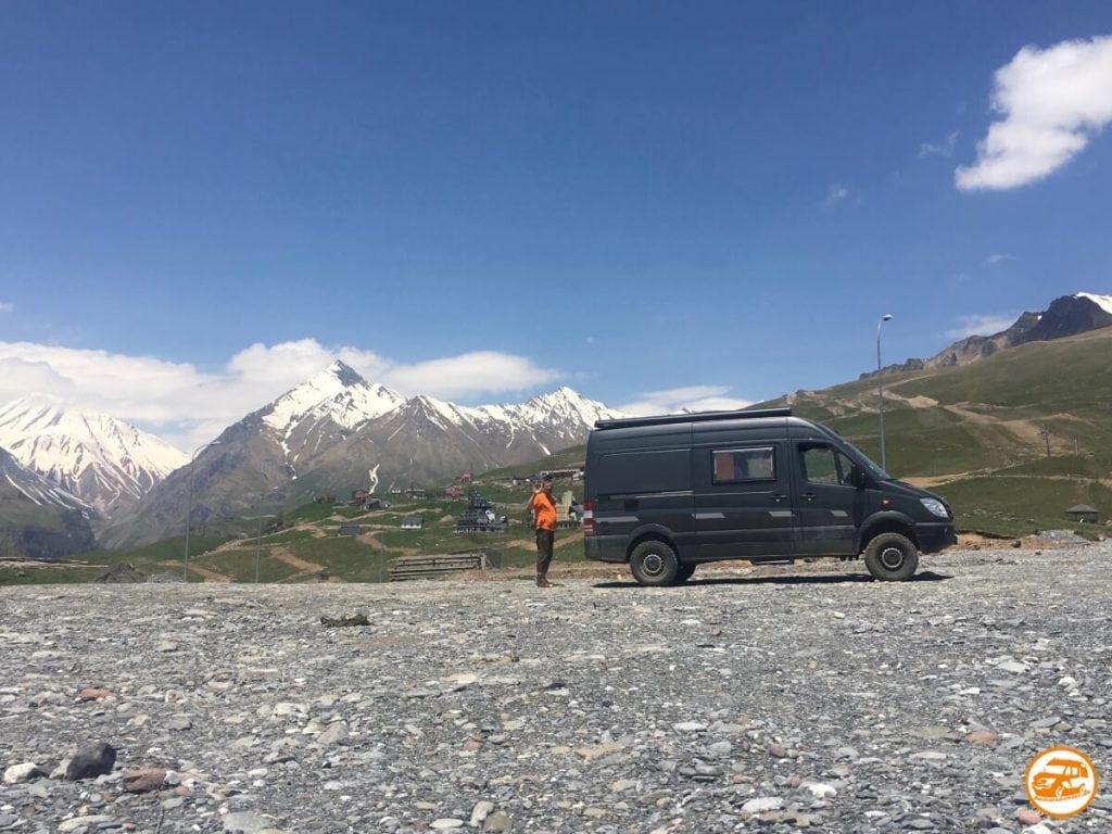 CS-Kastenwagen in Georgien - Mercedes Allrad
