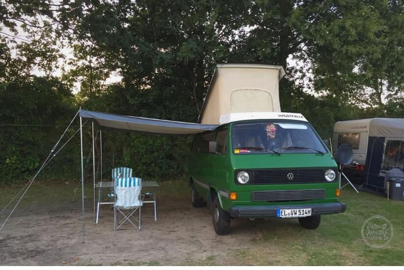 VW T3 Bus auf dem Campingplatz: Ein echtes Liebhaberstück