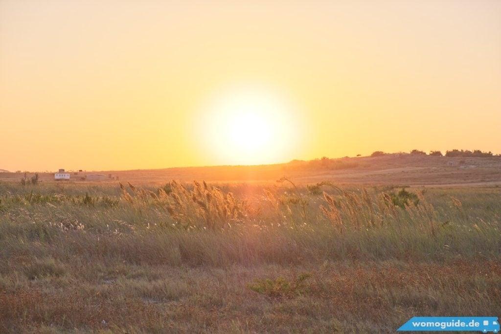 Die Sonne geht unter: Mit dem Wohnmobil in Griechenland